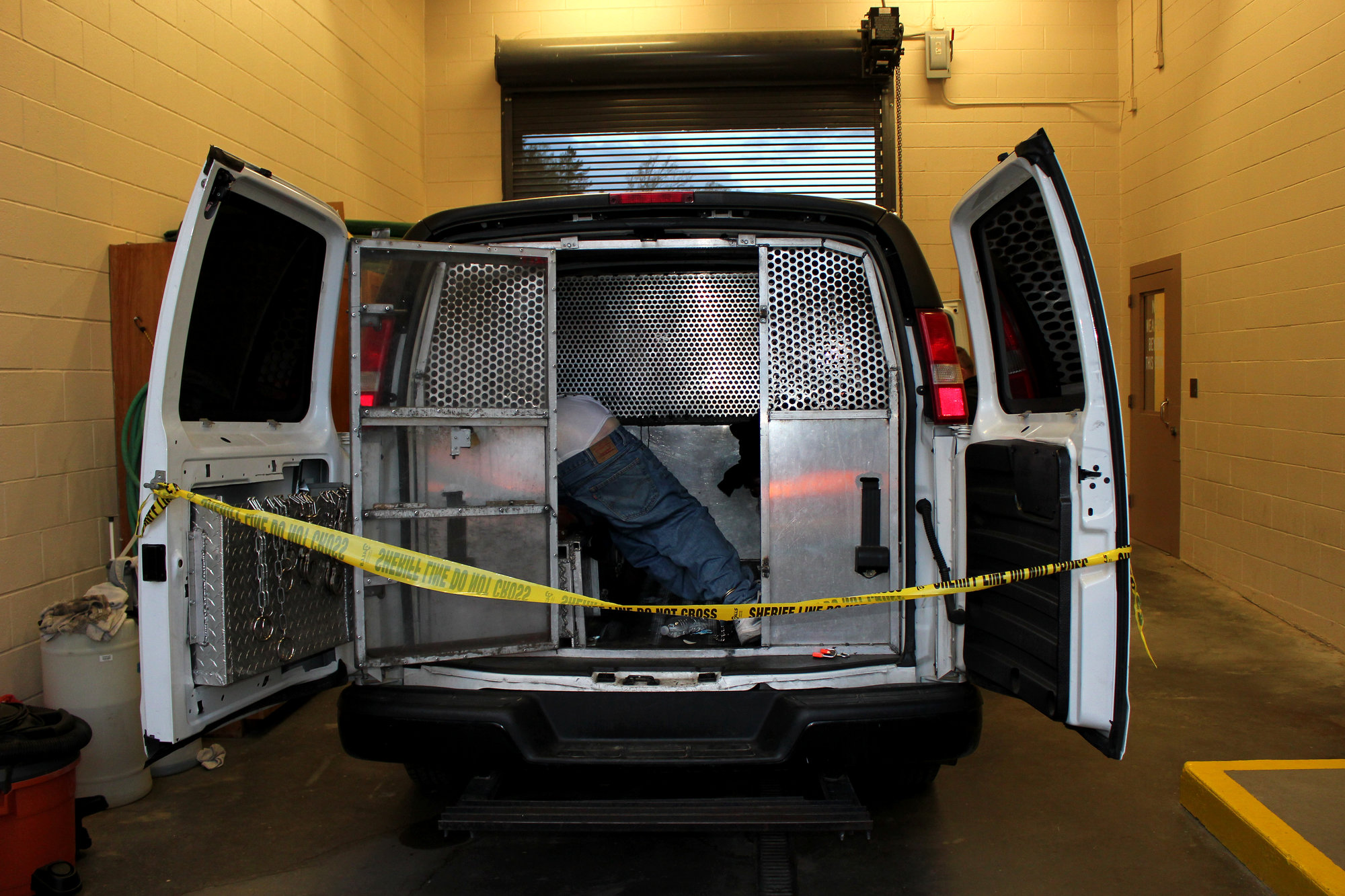 Prisoner Transport Van >> Inside The Deadly World Of Private Prisoner Transport The
