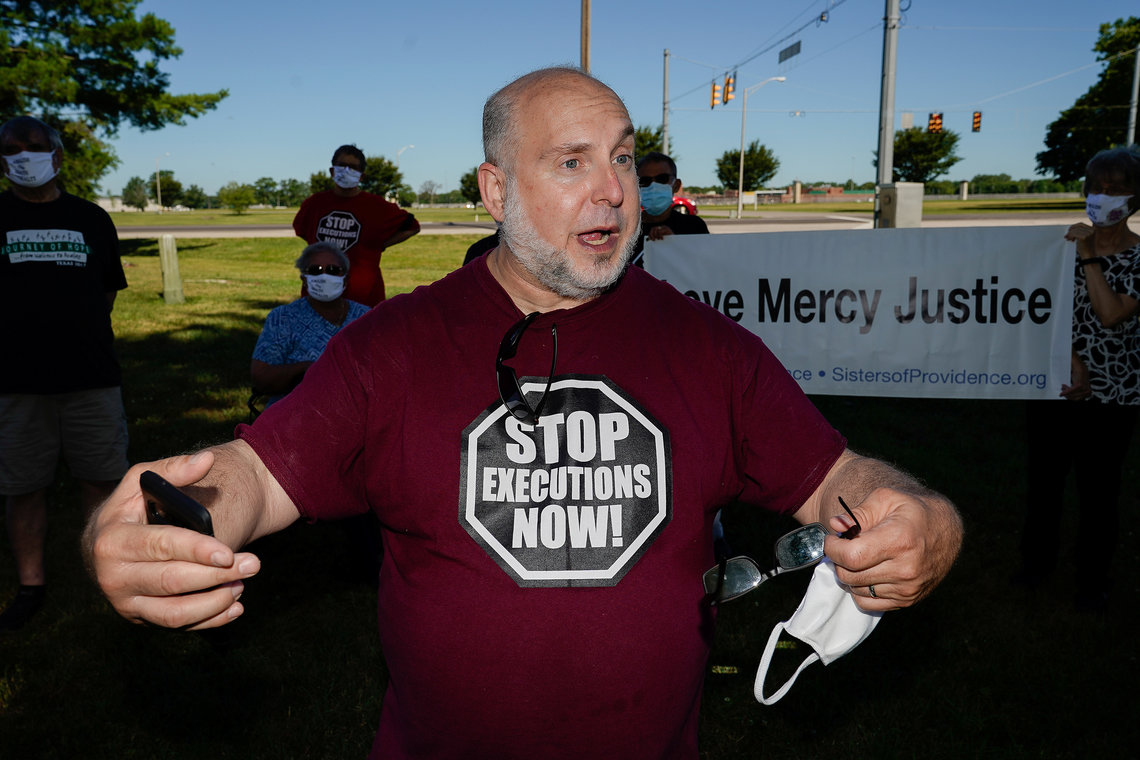 Abraham Bonowitz, co-founder of Death Penalty Action, speaks during a news conference outside the Federal Correctional Complex, Terre Haute.