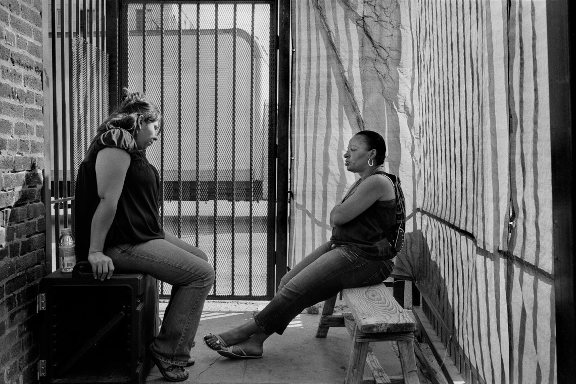 Residents exchanging stories.  (Los Angeles, 2008)