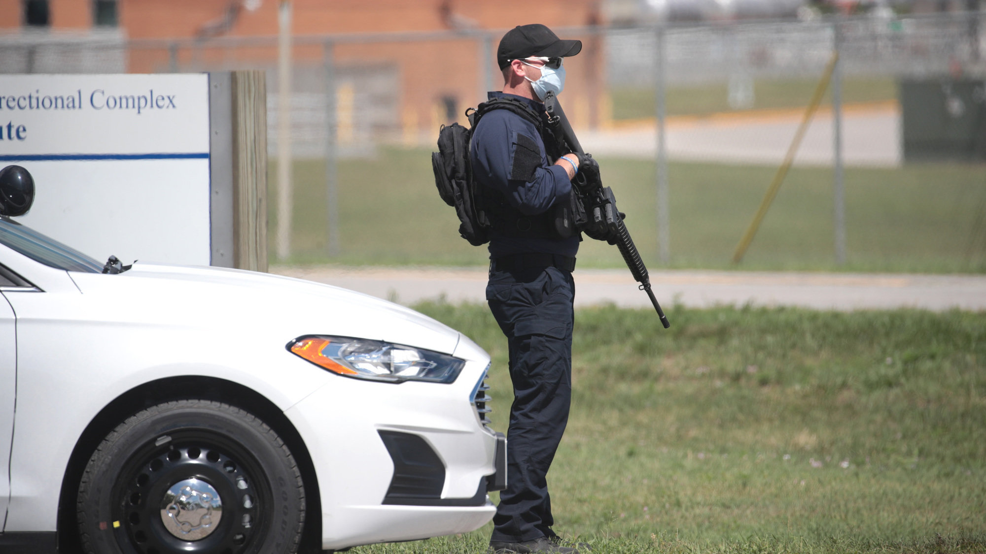 An officer outside the the Federal Correctional Complex in Terre Haute, Indiana, where the federal government was preparing to execute Daniel Lewis Lee in July 2020.