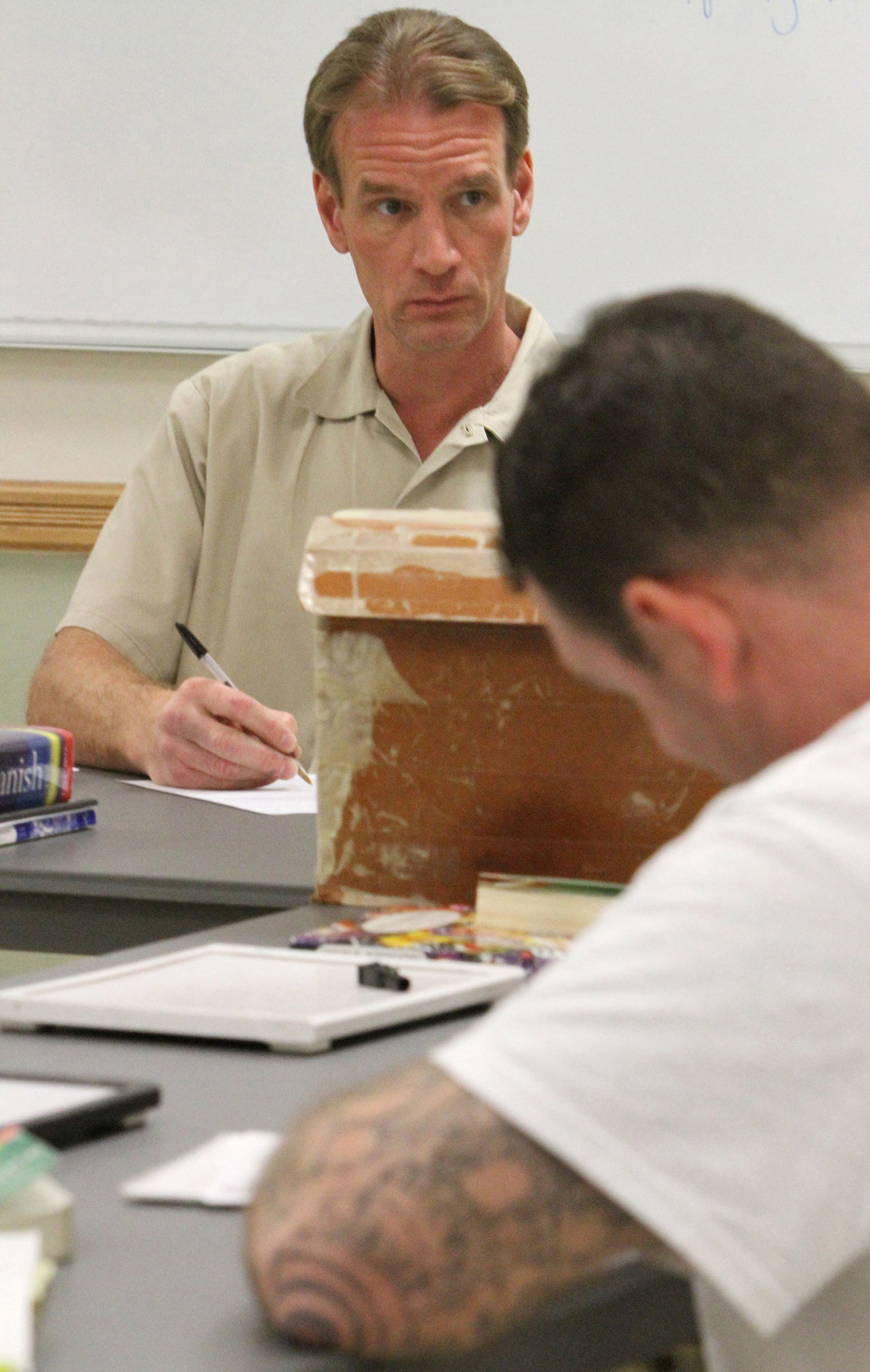Arthur Longworth led a Spanish class for other inmates in the Monroe Correctional Complex library in Monroe, Wash.