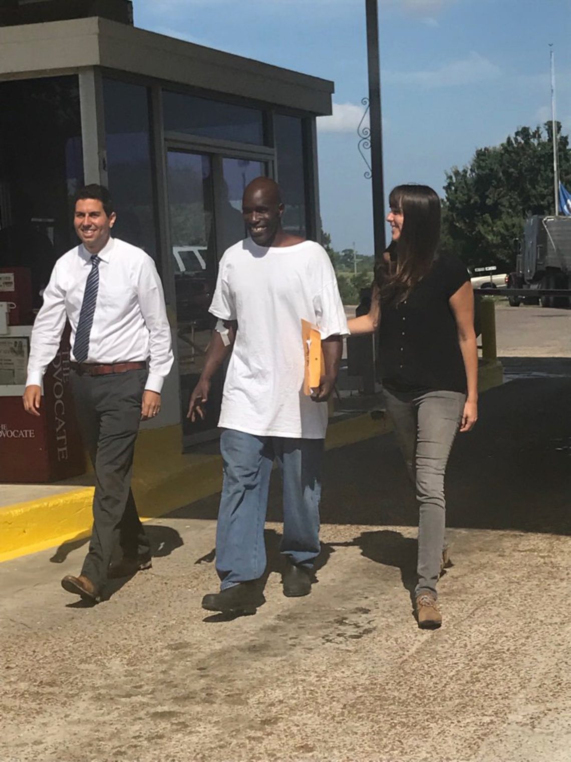 Corey Williams with Amir Ali and Blythe Taplin, two of his lawyers, leaving Louisiana State Penitentiary in Angola, La., on Tuesday.